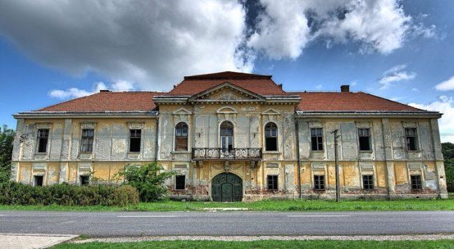 Romokban álló kastélyt újítanak fel Fejér megyében