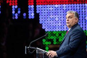 Orbán Viktor megtekintette a sátoraljaújhelyi börtönben a maszkgyártást
