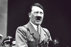 SS-jelvényben, horogkeresztes molinóval ünnepelték Hitler születésnapját Szolnokon