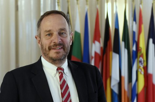 Hölvényi: Európában nincs vallásszabadság